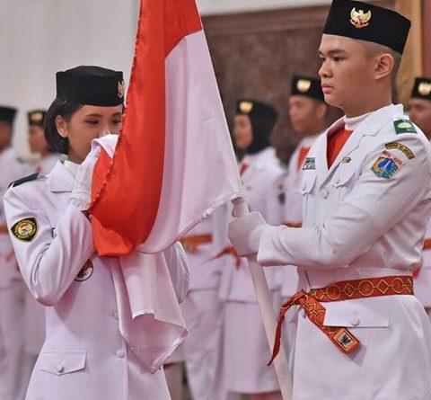 Moment Saat Paskibraka Mencium Bendera Merah Putih